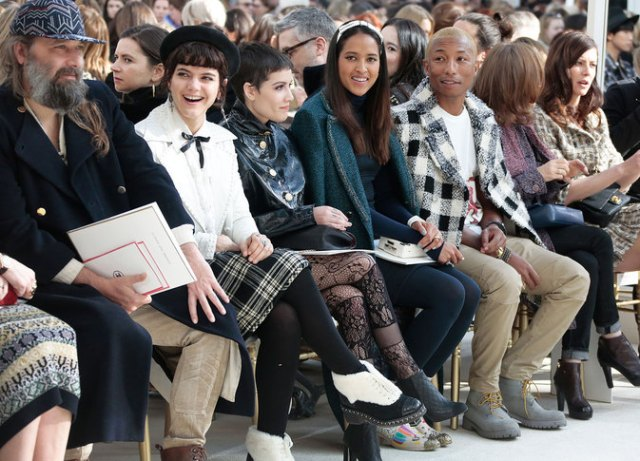 chanel-fall-winter-2016-17-ready-to-wear-celebrity-photos-01-frontrow-01
