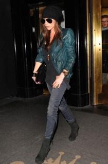 71847_celebrity_paradise_com_Victoria_Beckham_hotel_012_122_136lo