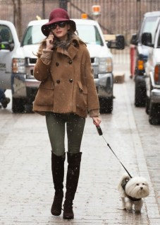 Olivia+Palermo+Walks+Dog+Snow+kET7jktEkY_x