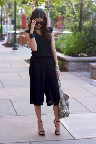monochromatic-black-culottes-outfit