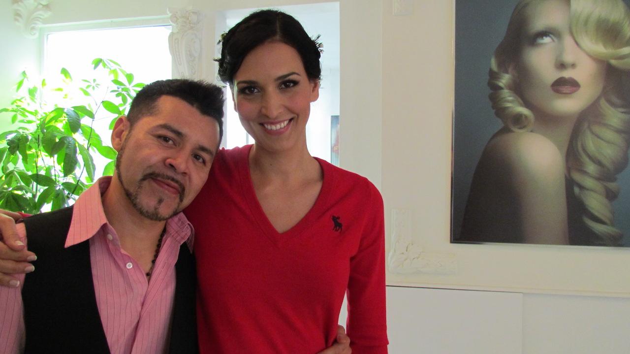 Con mi querido amigo Ignazio Muñoz quién me peinó, ya lista