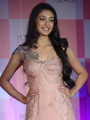Miss India 2013 Navneet Kaur Dhillon