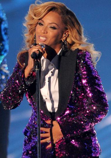 Beyoncé performing
