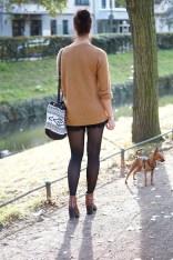 Caprice-love-FashionBlogBloggerShortsschwarzbraunbootsTopshopray-banherbsttrendoutfitstyling11