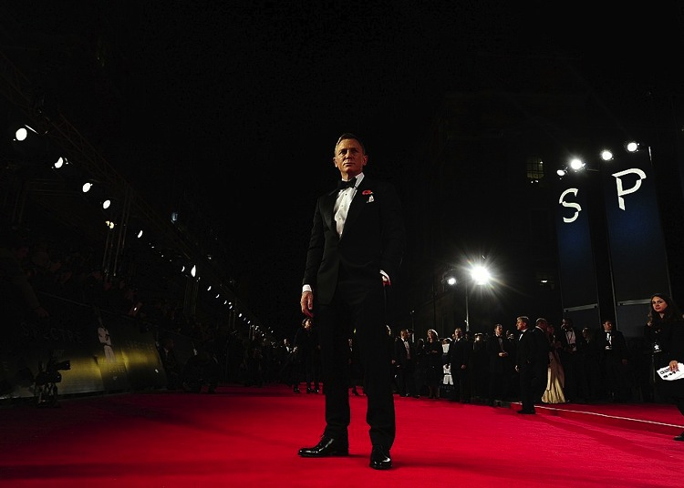 daniel-craig-tom-ford-suit-james-bond-sprectre-premiere-3