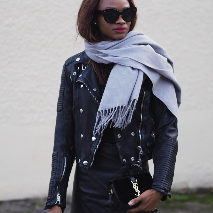 leather-jacket-with-scarf-blogger