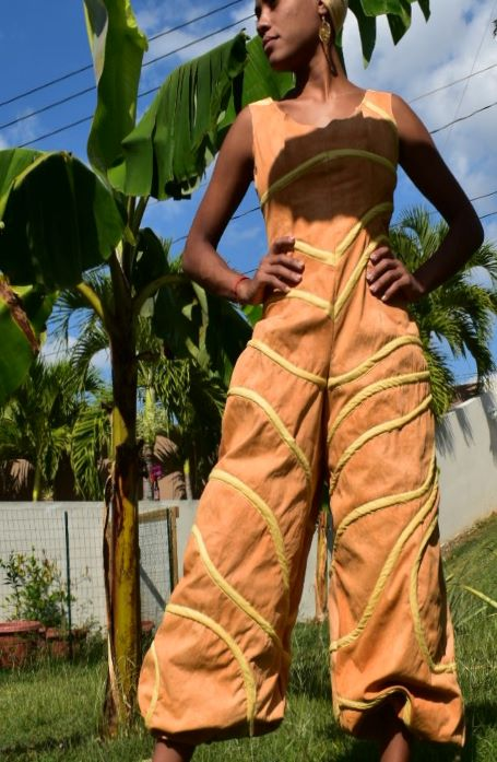 Fabric dyed in soil from Puerto Rico, balloon pant, jumpsuit, fitted, casual, organic cotton, piping, natural dye, soil dyed, color blocking, rope, piping, zipper, white, peach.