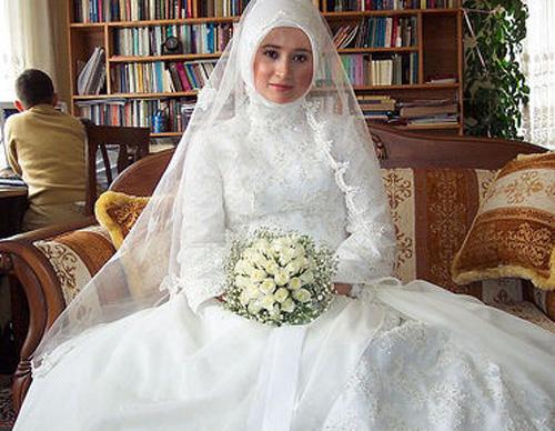 Muslim Wedding Dresses 2013: Elegant With Covered Hijab