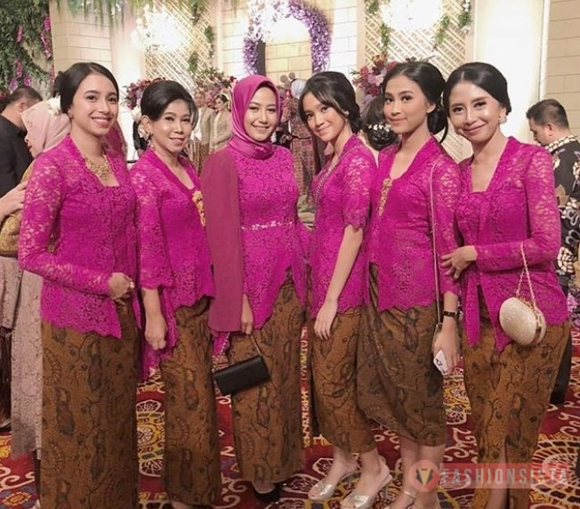 Model Kebaya Brokat Kutubaru Modern Magenta Fashionsista Co
