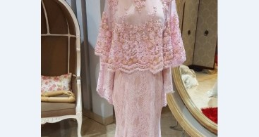 Model Kebaya Modern Cape Tile Brokat Pink