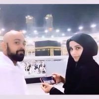 Latest Umrah Photos of Singer Aima Baig with Family