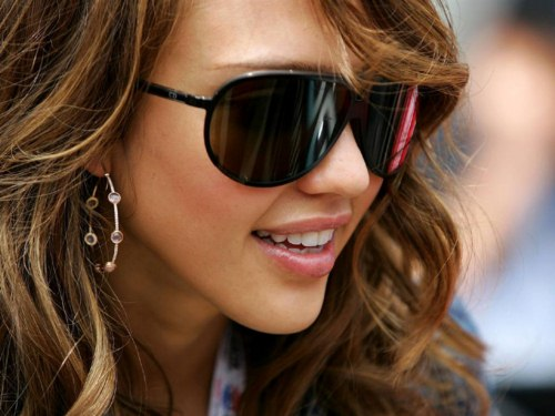Hollywood actresses wearing sunglasses (2)