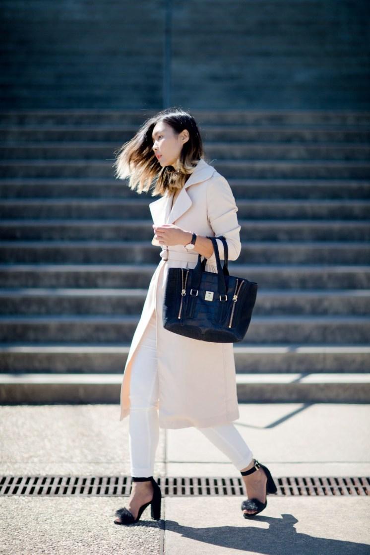 normcore-adidas-superstar-lunch-bag-trenth-coat-streetstyle-18-copy