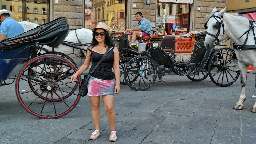 Fashion_Travel_Accessories_Florence_Travel_Blog_What-To_See_In_Florence_Italy_Follow_Me_Around_Travel_Vlog_Walking_Tour_3