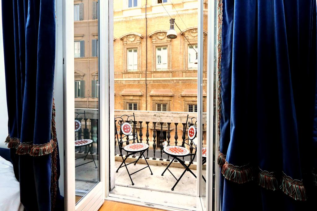 Best Hotels In Rome Italy Where To Stay In Rome Fashion Travel Accessories Amazing Piazza Venezia Suites 6