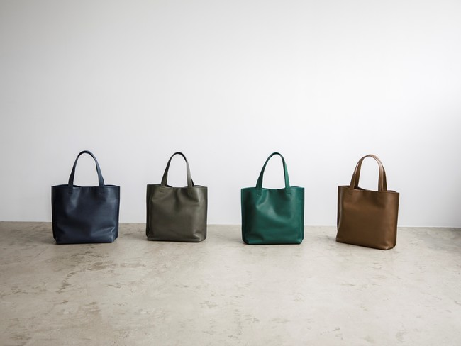 """【土屋鞄】夏コーデの""""差し色""""になる「国産レザーのトートバッグ」の新商品発売。「石」をモチーフにした涼し気な4色展開。"""