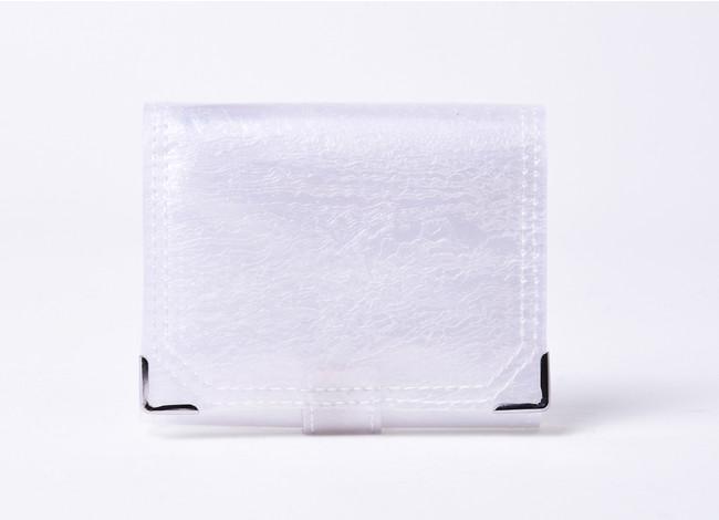 世界初の廃棄ビニール傘を再利用するブランドPLASTICITYから、三つ折り財布が新発売