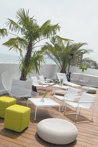 Sixty_hotel_deck_davide_maestri