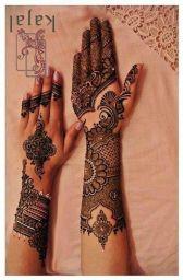 mehndi on hands
