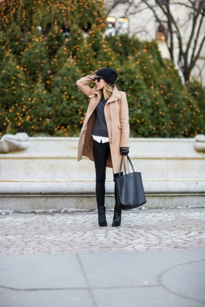 Layered Winter Outfits Women Should Wear 12