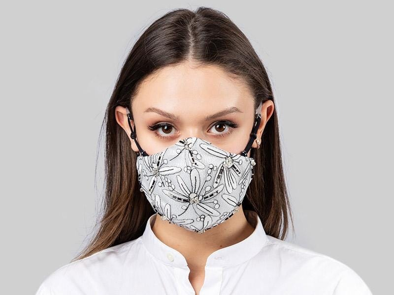 How To Look Stylish While Wearing A Face Mask Covid-19 Styling