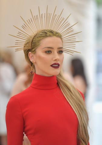 close up of Amber Heard's makeup and hair look at the 2018 Met Gala