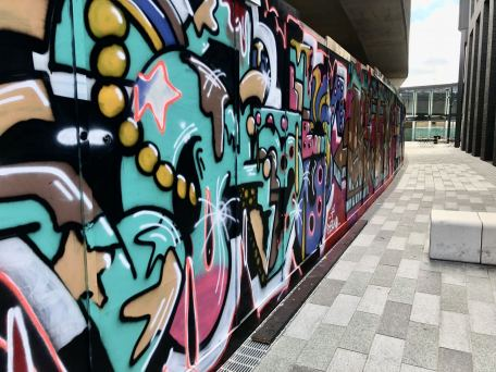 Street Art in Shoreditch: The shortcut between King Street in Shoreditch and its famous grafitti wall