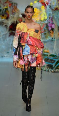 Fyodor Golan SS19 runway show at London Fashion Week shot by Chris Moore for Fashion Voyeur Blog Look 2