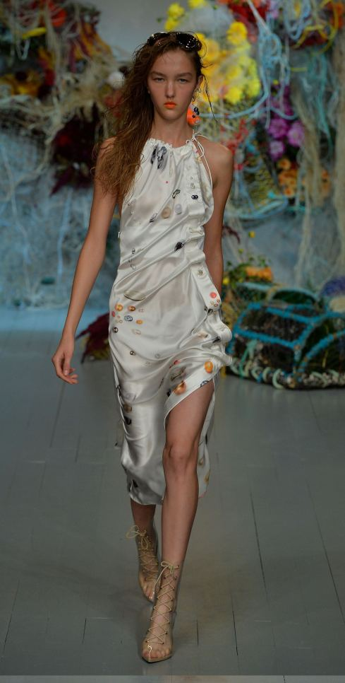 Fyodor Golan SS19 runway show at London Fashion Week shot by Chris Moore for Fashion Voyeur Blog Look 25
