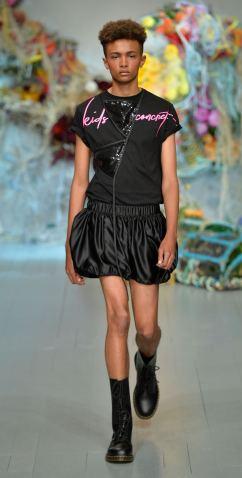 Fyodor Golan SS19 runway show at London Fashion Week shot by Chris Moore for Fashion Voyeur Blog Look 43
