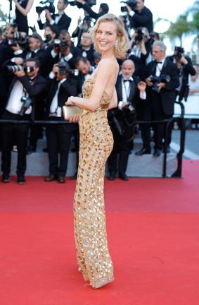 """CANNES, FRANCE - MAY 17: Eva Herzigova attends the """"Ismael's Ghosts (Les Fantomes d'Ismael)"""" screening and Opening Gala during the 70th annual Cannes Film Festival at Palais des Festivals on May 17, 2017 in Cannes, France. (Photo by Andreas Rentz/Getty Images)"""