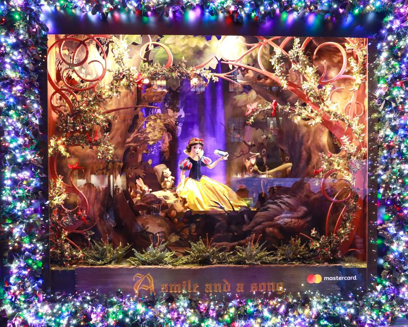 Saks x Disney Holiday Window (12)
