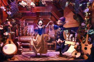 Saks x Disney Holiday Window (17)