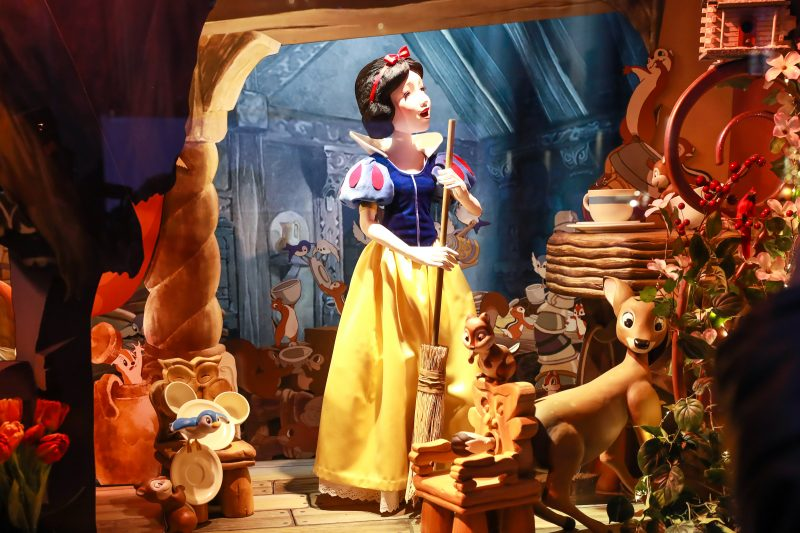 Saks x Disney Holiday Window (22)