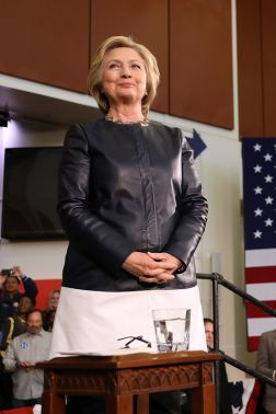 hbz-hillary-clinton-0506-gettyimages-528684634_1