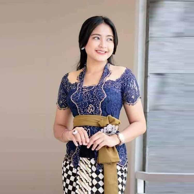 30 Model Kebaya Bali Modern Brokat Modifikasi Terbaru 2019