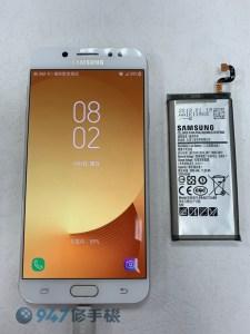 電池膨脹的 三星 J7 PLUS 撐開螢幕面板啦! 趕快更換電池 三星 手機維修