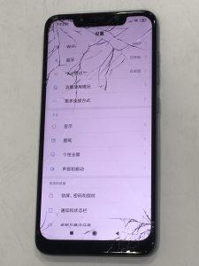 騎車時奔向自由的小米POCOPHONE F1自由的衝撞造成的螢幕破裂! 小米手機維修
