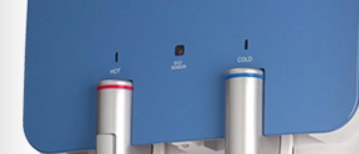 Agua fría, del tiempo y caliente de manera ininterrumpida. Fuente conectada a la red sin botellas.