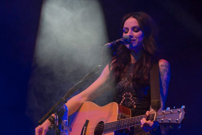 FastForward-Amy Macdonald-Lynn Lauterbach2