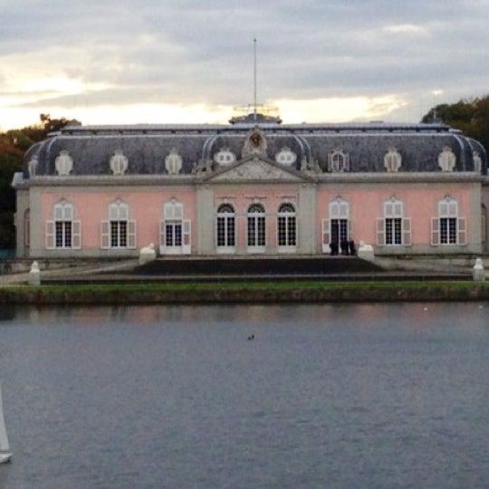 Verlobungsshooting Am Schloss Benrath Von Lene Photography