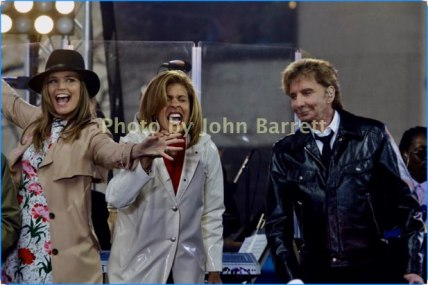 BARRY MANILOW,HODA KOTB,SAVANNAH GUTHRIE performing on NBC ''Today''Show at Rockefeller Plaza 4-20-17 Photo by John Barrett/Globe Photos 2017