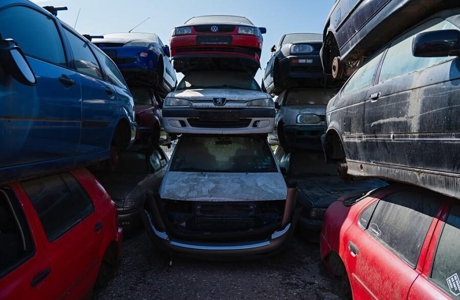 scrap yard cars