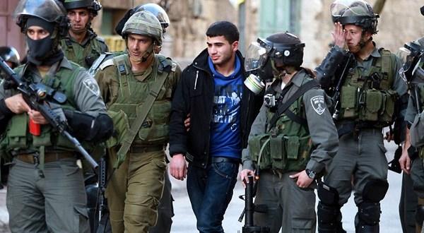 الاحتلال يعتقل 19 مواطناً من الضفة بينهم كفيف
