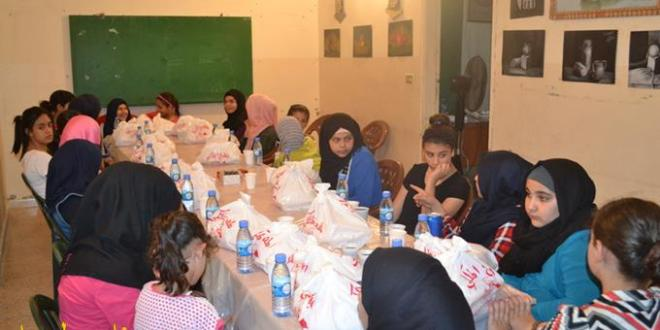 جمعية إيمان حجو تُنظِّم إفطاراً رمضانياً للزهرات في مخيَّم الرشيدية