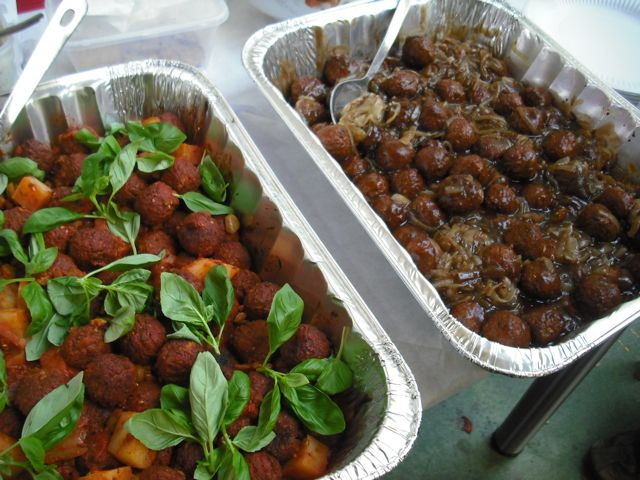 https://i2.wp.com/fatgayvegan.com/wp-content/uploads/2011/07/meatballs-both.jpg?fit=640%2C480