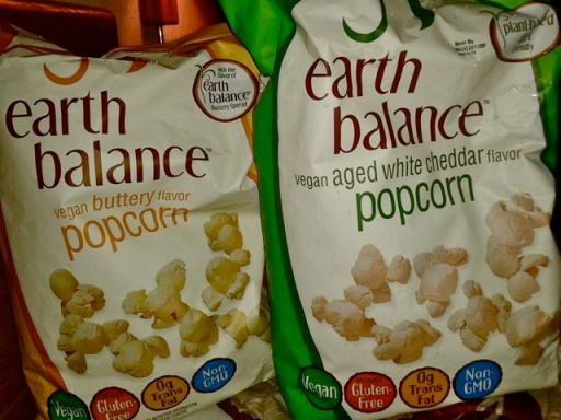 Aged white cheddar & buttery popcorn by Earth Balance