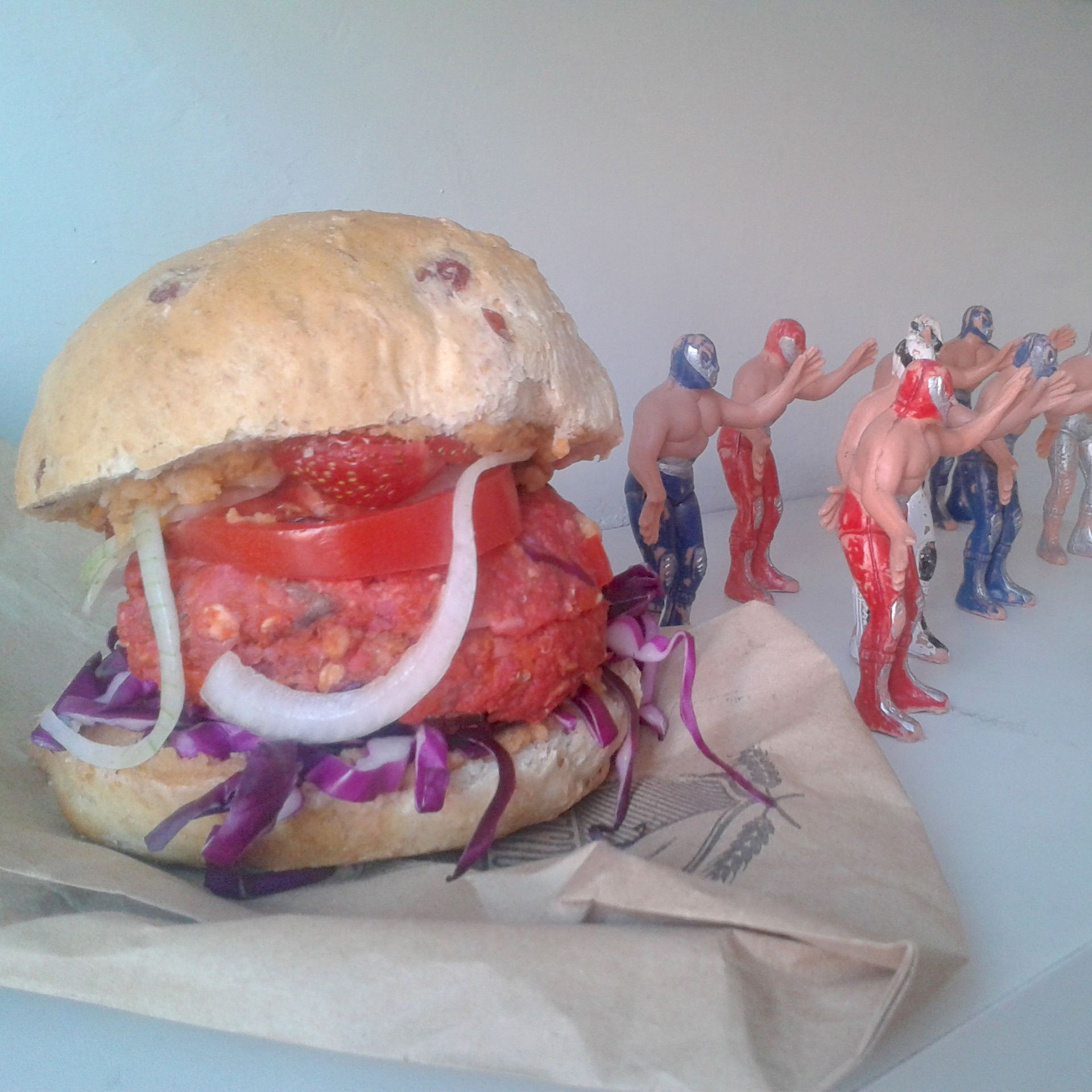 https://i2.wp.com/fatgayvegan.com/wp-content/uploads/2014/02/red-burger.jpg?fit=1920%2C1920