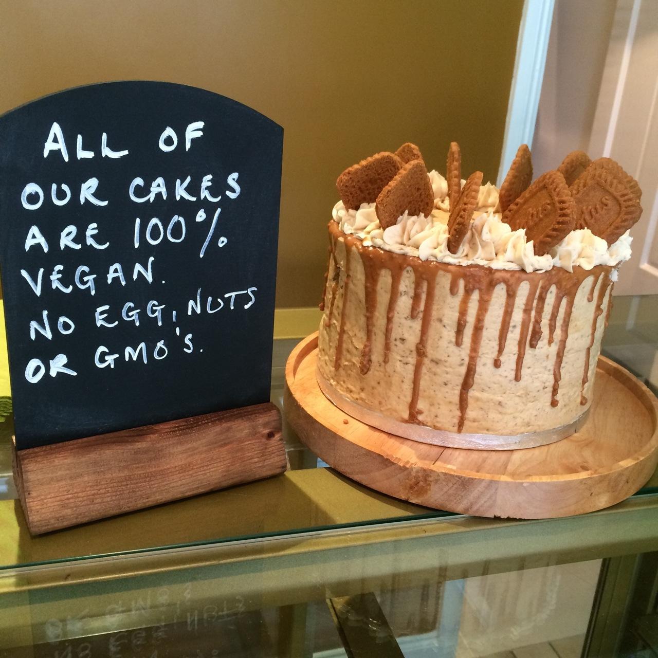 https://i2.wp.com/fatgayvegan.com/wp-content/uploads/2015/05/vegan-cake-and-sign.jpg?fit=1280%2C1280