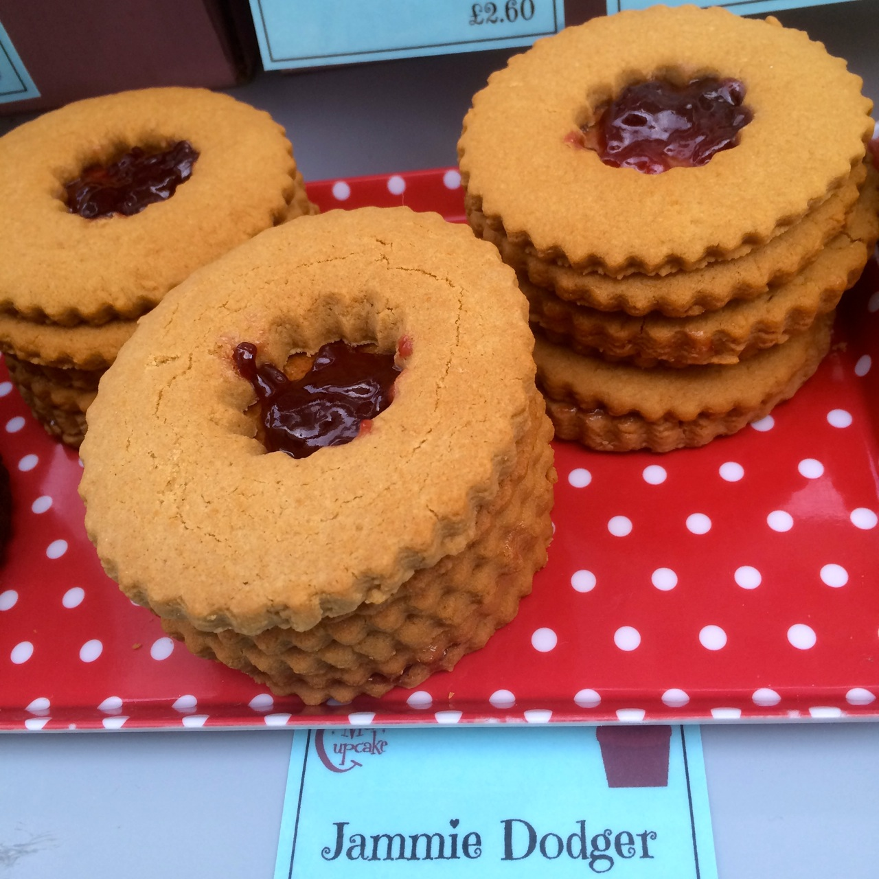 https://i2.wp.com/fatgayvegan.com/wp-content/uploads/2015/07/Jammie-Dodgers-by-Ms-Cupcake-at-Just-V-Show.jpg?fit=1280%2C1280